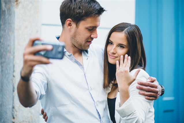 Image for 10 Tips for the Ultimate Engagement Ring Selfie